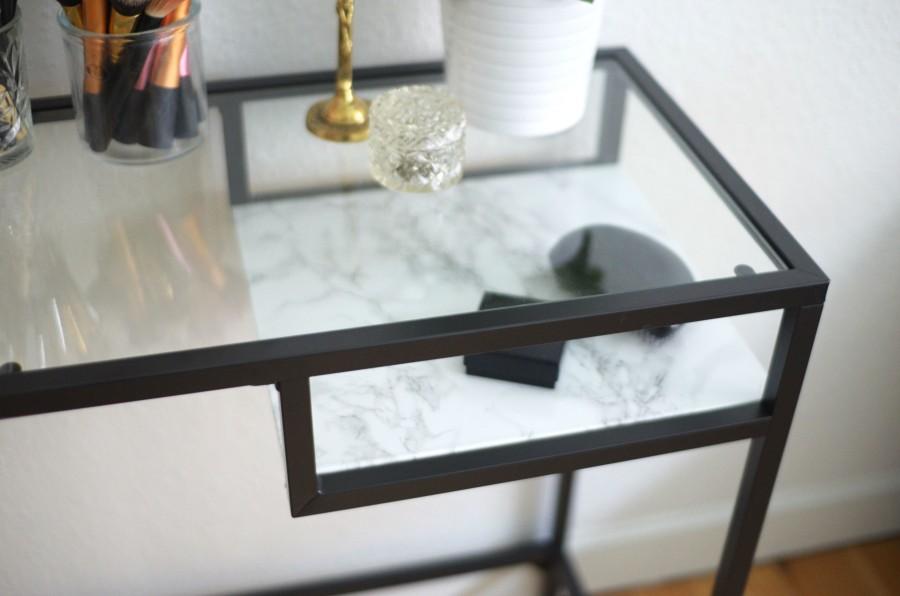 skrivebord ikea IKEA DIY: Skrivebord med Faux marmorhylde | GOWNSANDROSES skrivebord ikea