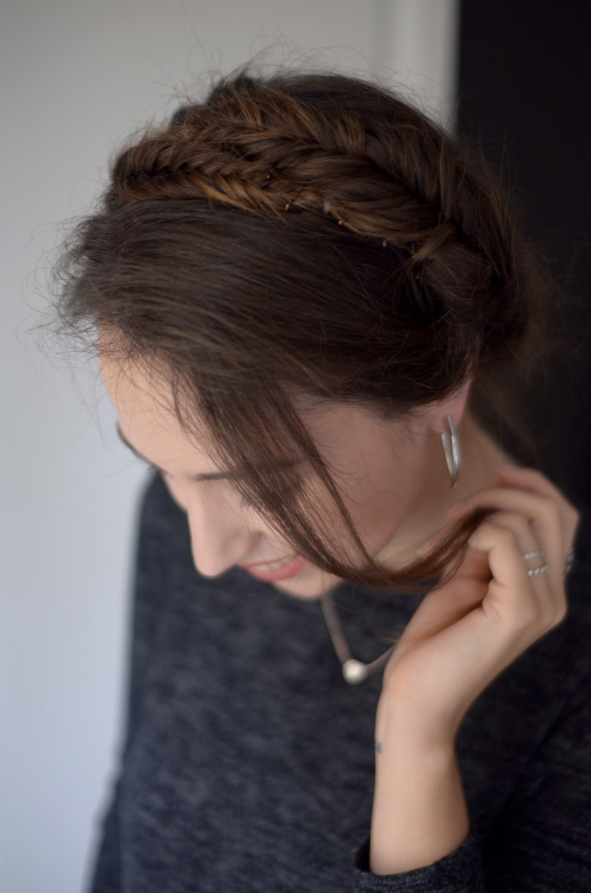 Easy Everyday Hairstyle And Flawless Skin