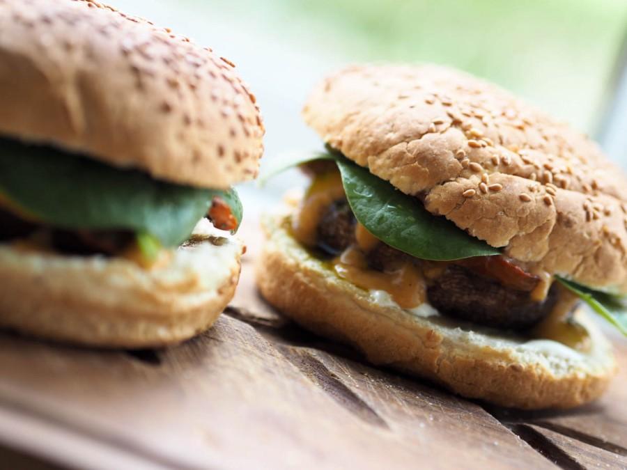 vegetarburgere med fyldte portobellosvampe-4